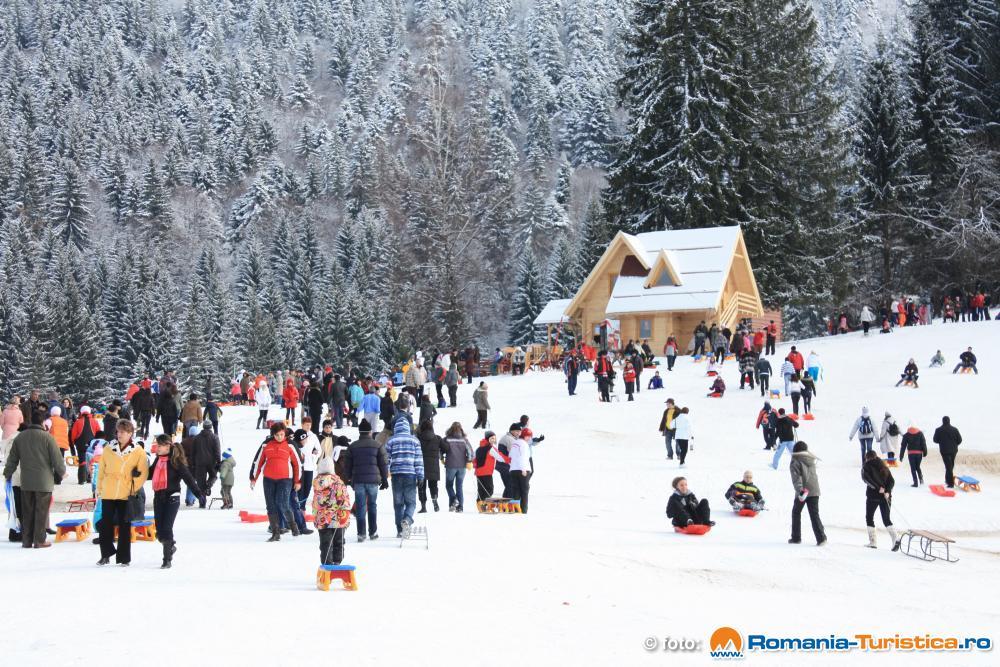 Prima ninsoare din acest an a dezlănțuit distracția la Poiana Brașov