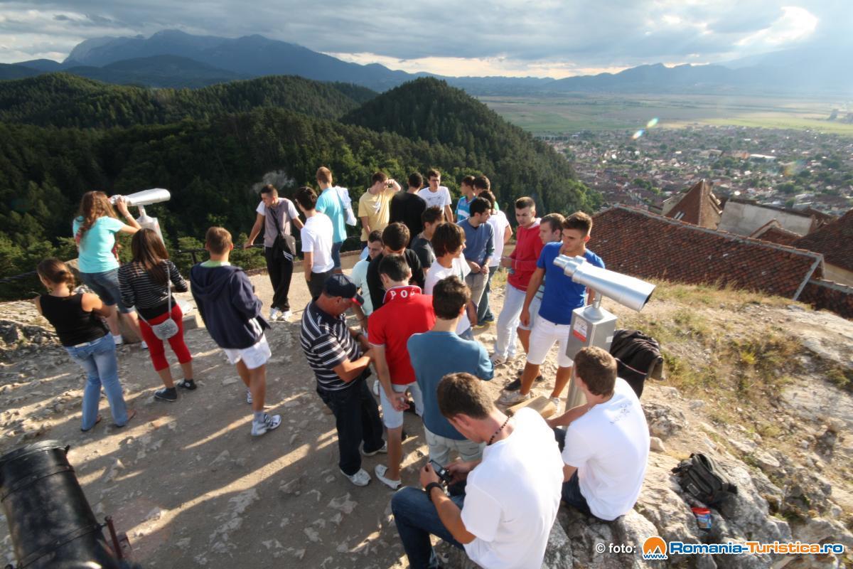 Panorama orasului Rasnov de pe zidurile Cetatii